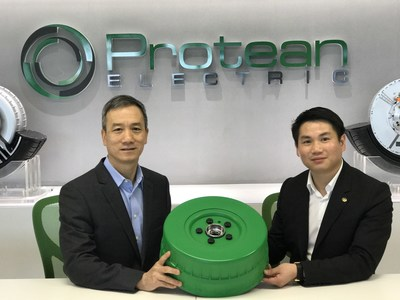 From left to right: KwokYin Chan, CEO of Protean Electric; Leal Jiang Chen, President of VIE Group with a PD16 In-Wheel Motor prototype.