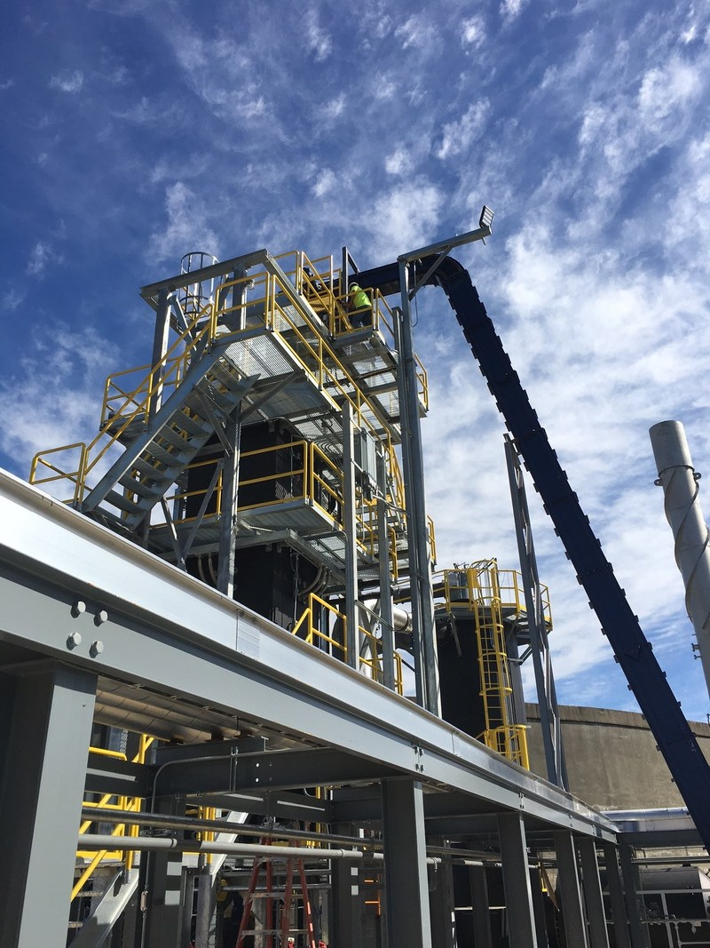 The world's largest downdraft gasifier was installed at a new facility near Nashville in 2016 by Aries Clean Energy. With a 64-tons-per-day capacity, the plant converts a blend of commercial wood waste, biosolids, and scrap tires into electricity.
