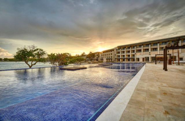 Royalton Negril & HIdeaway at Royalton Negril Open in Negril, Jamaica (CNW Group/Blue Diamond Resorts)