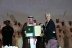 Dutch-German physicist Laurens Molenkamp receives top award from King Salman of Saudi Arabia (PRNewsFoto/King Faisal International Prize)