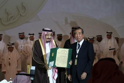 Japanese immunologist Tadamitsu Kishimoto receives prestigious award from King Salman of Saudi Arabia (PRNewsFoto/King Faisal International Prize)