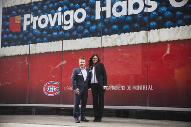 Sylvain Jodoin, Directeur de groupe pour Provigo et Lysanne Couture, Directrice du magasin sont réunis pour souligner l'ouverture officielle du magasin Provigo Le Marché situé sur l'avenue des Canadiens-de-Montréal. (Groupe CNW/Provigo, membre du groupe Loblaw)
