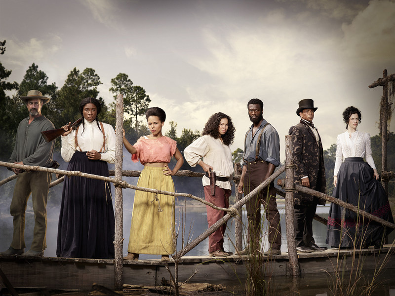"(L - R): Christopher Meloni as August, Aisha Hinds as Harriet Tubman, Amirah Vann as Ernestine, Jurnee Smollett-Bell as& Rosalee, Aldis Hodge as Noah,& Alano Miller as Cato, and Jessica de Gouw as Elizabeth Hawkes  in WGN America's ""Underground."""