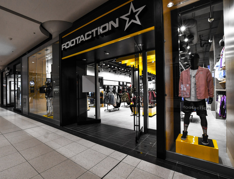 Footaction opens at Toronto Eaton Centre, April 7, 2017