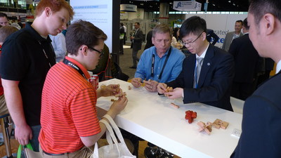 HRG presenting the assembly of Luban Lock at the show