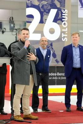 Martin St-Louis, Jean-Claude Raymond (oncle de Martin St-Louis), Marc Demers (maire de Laval) (Groupe CNW/Ville de Laval)