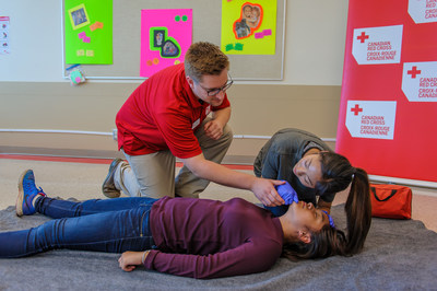 Scouts Canada is partnering with the Canadian Red Cross to offer free introductory first aid training to Canadian youth between the ages 9 to 16. (CNW Group/Scouts Canada)