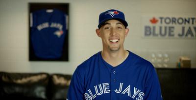 La nouvelle série d'annonces télévisées de WestJet met en vedette le lanceur des Blue Jays de Toronto, Aaron Sanchez (Groupe CNW/WestJet)