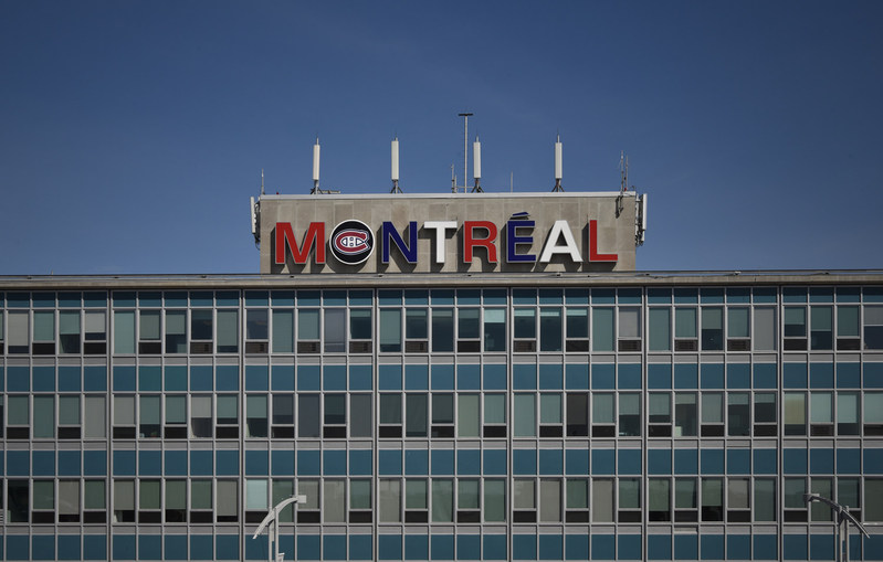 """The """"Montréal'' at Trudeau airport displays its team colours! (CNW Group/Aéroports de Montréal)"""