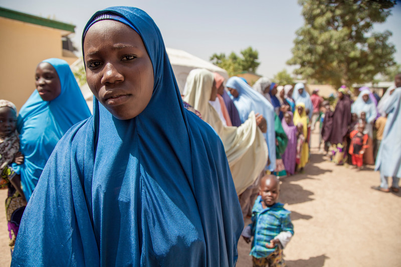 A young mother awaits to be reunited with her family at Maiduguri Transit centre, Borno State, northeast Nigeria. © UNICEF/UN041796/Naftalin (CNW Group/UNICEF Canada)