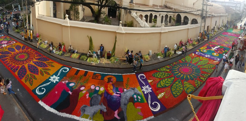 An example of a beautiful carpet from the Church Cathedral of Tegucigalpa, designed for Holy Week. Photo was taken by Semana Santa en Honduras.