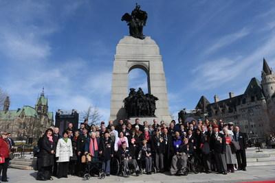 La délégation du gouvernement du Canada a souligné le centenaire de la bataille de la crête de Vimy au Monument commémoratif de guerre du Canada le 9 avril 2017. (Groupe CNW/Anciens Combattants Canada)
