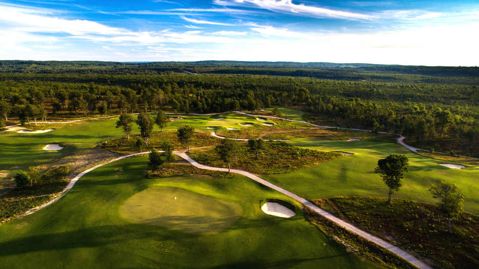 The Loop at Forest Dunes in Roscommon is a one of a kind 18-hole reversible golf course designed by Tom Doak of Renaissance Golf Design.