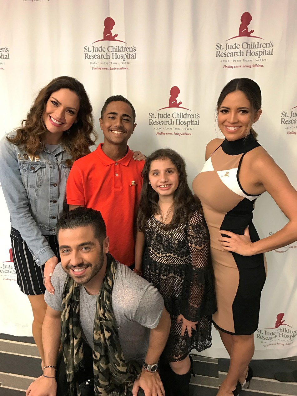 St. Jude patients Christopher and Victoria with Primer Impacto team