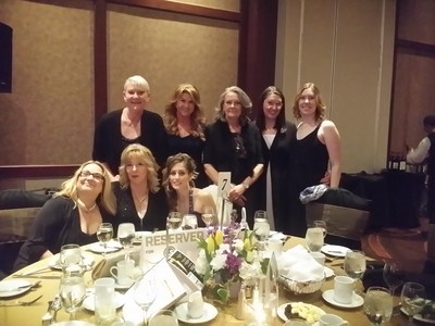 Lice Squad.com founder Dawn Mucci celebrates with staff and franchisees at The Canadian Franchise Association 2017 Awards Gala. (CNW Group/Lice Squad Canada Inc)