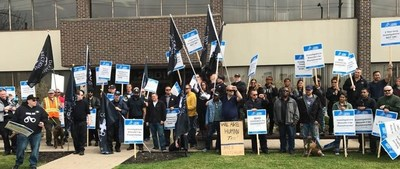 Local 5112 correctional officers rallied Tuesday outside CSOI office. (CNW Group/Ontario Public Service Employees Union (OPSEU))