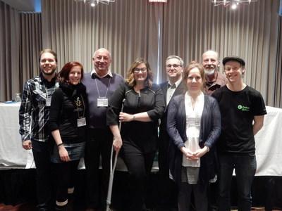 L'Alliance pour l'engagement jeunesse et Mme Karine Vallières (Groupe CNW/Établissements verts Brundtland (EVB-CSQ))