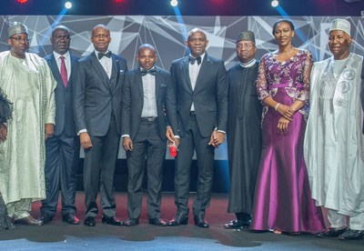 At UBA's 2017 CEO Awards ceremony held in Lagos this past weekend: Governor of Bauchi State, His Excellency, Mohammed Abdullahi Abubakar ; Deputy Senate President, Sen. Ike Ekweremadu; GMD/CEO, UBA Plc, Mr. Kennedy Uzoka; UBA CEO awardee, Mr. Ibrahim Ogbonago; Group Chairman, UBA Plc, Mr. Tony Elumelu; Governor of Adamawa State, His Excellency Bindow Jibrilla ; Directors, UBA Plc, Mrs. Onari Duke and Alhaji Ja'afaru Paki, during the presentation of UBA CEO Awards for Excellence to Mr. Ogbonago, a UBA Security Guard who returned a lost and found amount of $10,000 belonging to a customer. (PRNewsfoto/United Bank for Africa (UBA))