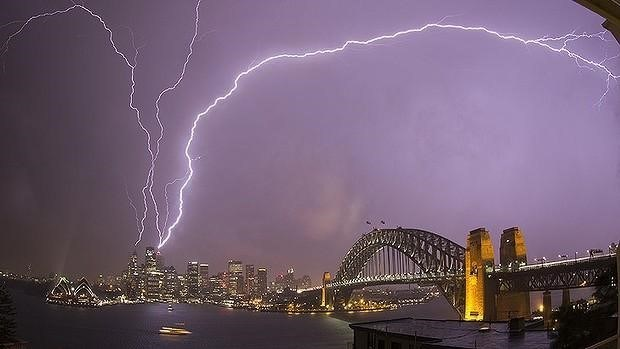 Credit: http://www.smh.com.au/environment/weather/sydney-wild-weather-warning-heavy-rain-winds-forecast-20141014-3hyv3.htmls