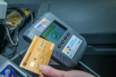 La Société de transport de Laval est la première société de transport collectif au Canada à faire l'essai d'une solution de paiement par carte de crédit à bord d'autobus. (Groupe CNW/Société de transport de Laval)