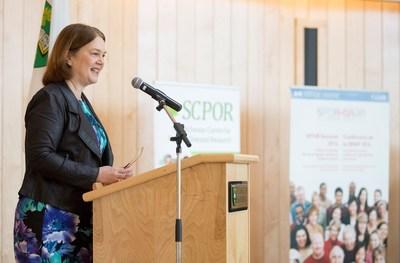 La ministre de la Santé du Canada, Jane Philpott, annonce un investissement pour le lancement du Centre pour la recherche axée sur le patient de la Saskatchewan à l'Université de la Saskatchewan le 18 avril 2017. (Groupe CNW/Instituts de recherche en santé du Canada)