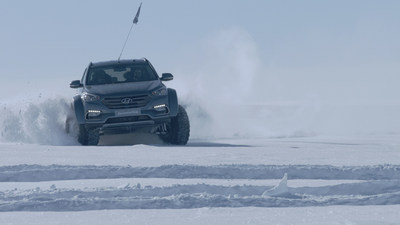 Shackleton Returns: Hyundai Santa Fe conquers the Antarctic driven by Great Grandson of Sir Ernest Shackleton. (CNW Group/Hyundai Auto Canada Corp.)