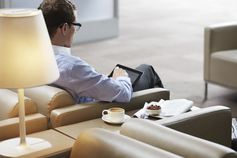 Passenger lounges in Toronto, Newark, and Ottawa are equipped with a self-serve coffee bar, tea, and a range snacks and drinks. (CNW Group/Porter Airlines Inc.)