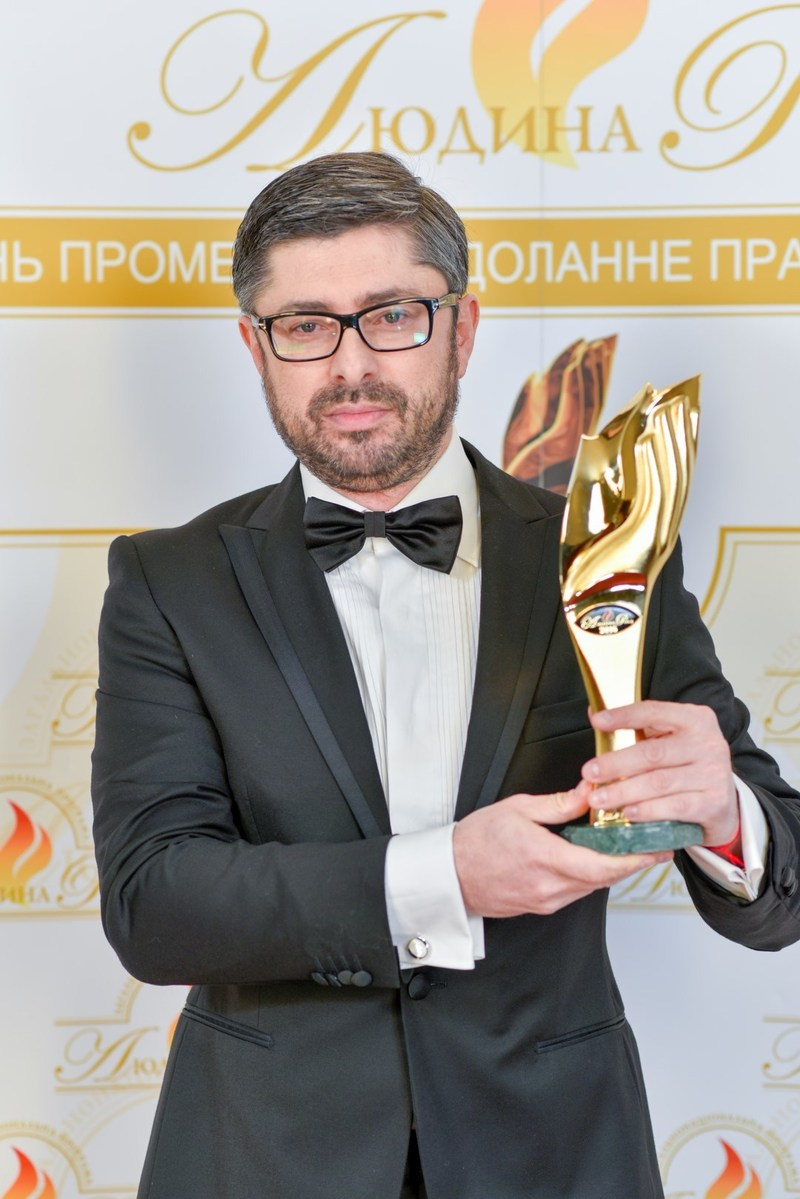 """Alex Lutskiy, Innovecs CEO, holds """"Person of the Year"""" Award"""