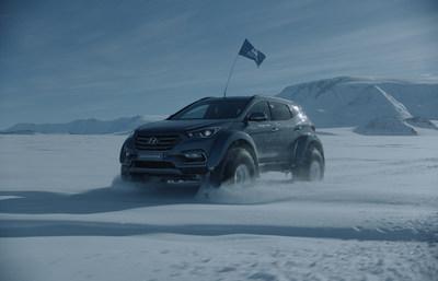 Le retour de Shackleton : le Hyundai Santa Fe conquiert l'Antarctique avec l'arrière-petit-fils de Sir Ernest Shackleton derrière le volant. (Groupe CNW/Hyundai Auto Canada Corp.)