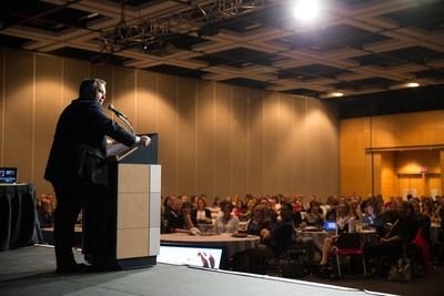 Le ministre Sébastien Proulx s'adressant au Congrès de la FQDE 2017 Crédit photo: Pascal Duchesne (Groupe CNW/Fédération québécoise des directions d'établissement d'enseignement (FQDE))