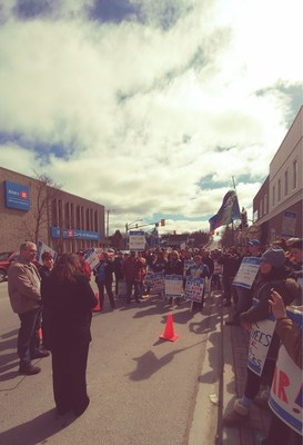 While the bargaining team was at the table with the employer this morning, OPSEU Local 316 held a rally outside of Community Living Campbellford/Brighton. (CNW Group/Ontario Public Service Employees Union (OPSEU))
