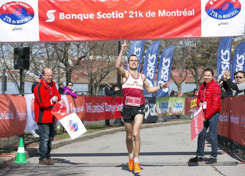 Montrealer François Jarry is the new half-marathon winner of the Banque Scotia 21k de Montréal race. Credit: Inge Johnson/Canada Running Series. (CNW Group/Scotiabank)