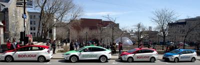 Des taxis Bonjour affichent fièrement les couleurs de la nouvelle image de marque des taxis de Montréal. (Groupe CNW/Ville de Montréal - Bureau du taxi de Montréal)