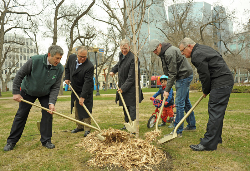 CN Celebrates Canada 150 by planting a tree in Regina's Victoria Park. From left to right, Mike Rosen, President of Tree Canada, Robert Pace, Chairman of CN, Luc Jobin, CEO of CN, Deputy Mayor of Regina Andrew Stevens, and Minister of Public Safety Ralph Goodale. (CNW Group/CN)