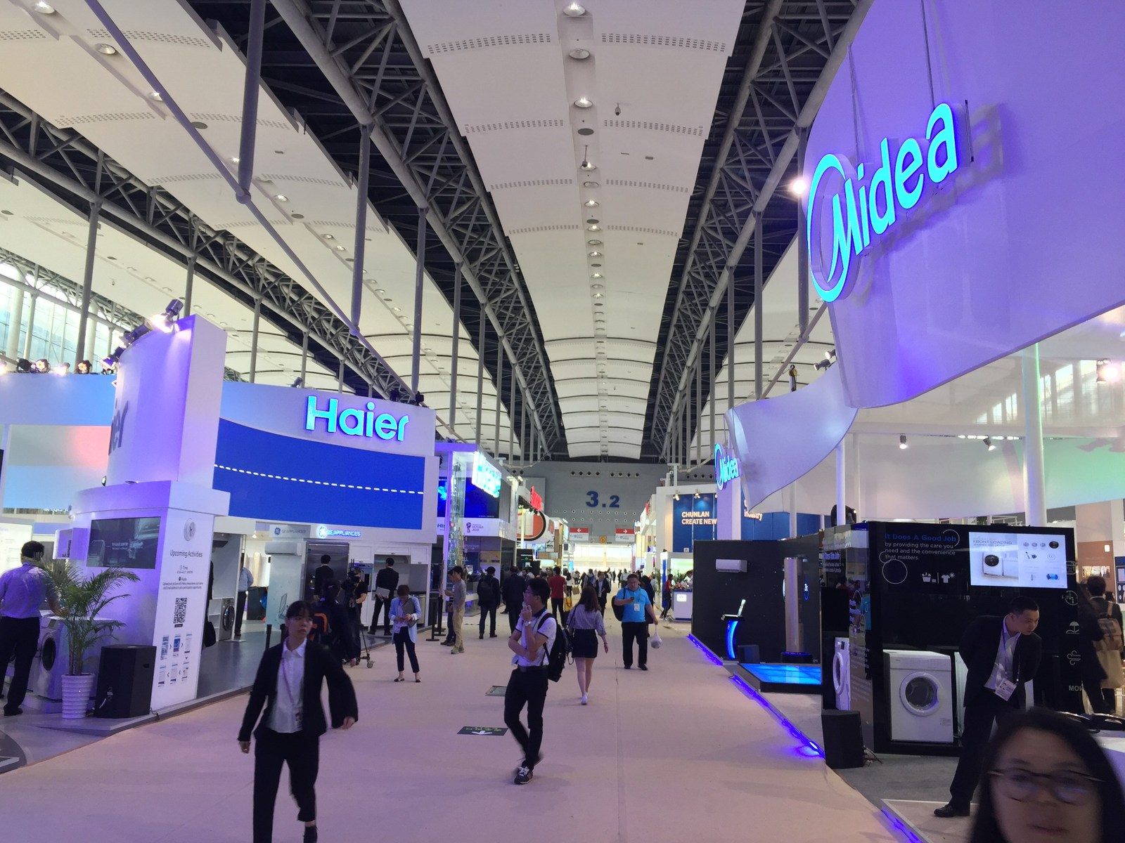 smart technology booming in electronics and appliances industries smart technology booming in electronics and appliances industries at 121st canton fair