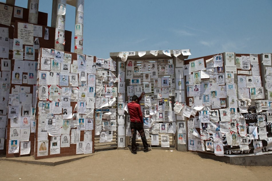 One year after the collapse, the bodies of at least 140 workers remained missing. (This was reported in a Guardian article:https://www.theguardian.com/world/2014/apr/24/rana-plaza-factory-disaster-anniversary-protests) Photo by Ismail Ferdous (CNW Group/ROCHON GENOVA LLP)