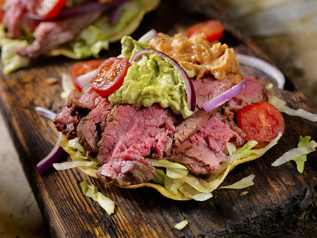 Internationally renowned chef Zahie Téllez of Mexico uses Canadian beef in her Mexican Tri-Tip Tostada. Recipe available at www.canadabeef.ca. (CNW Group/Canada Beef)