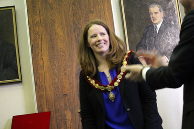 Applause for the new Mayor Christina Smith. (CNW Group/City of Westmount)