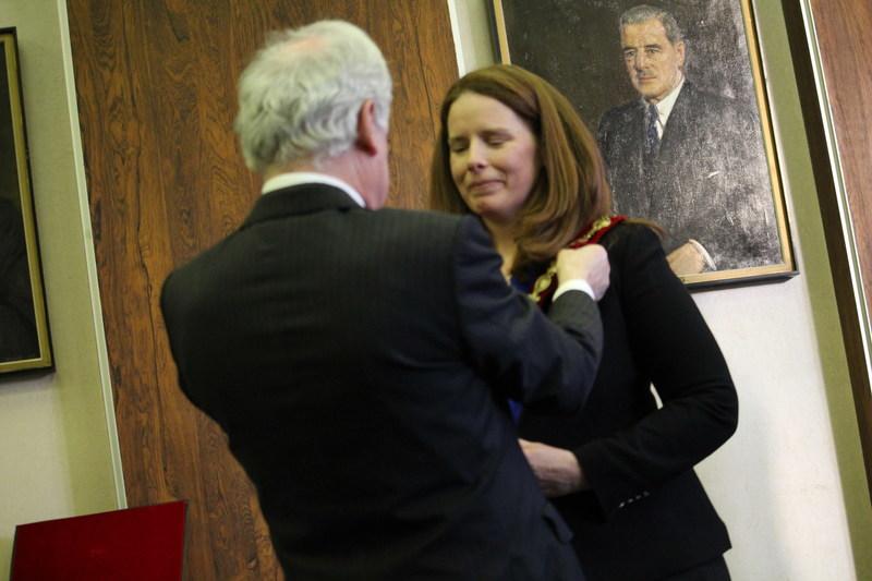 Former Mayor Peter F. Trent introduces new interim Mayor Christina Smith. (CNW Group/City of Westmount)