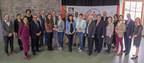 Les gagnants de l'édition 2017, accompagnés de M. Denis Coderre, maire de Montréal, M. Réal Ménard, responsable au comité exécutif de la Ville de Montréal du développement durable, de l'environnement, des grands parcs et des espaces verts, et Mme Coralie Deny, directrice générale du Conseil régional de l'environnement de Montréal (CRE-Montréal). De gauche à droite : Université McGill, Fondation David Suzuki et l'Arrondissement de Rosemont – La Petite-Patrie, en collaboration avec l'organisme Bois public (Groupe CNW/Ville de Montréal - Cabinet du maire et du comité exécutif)