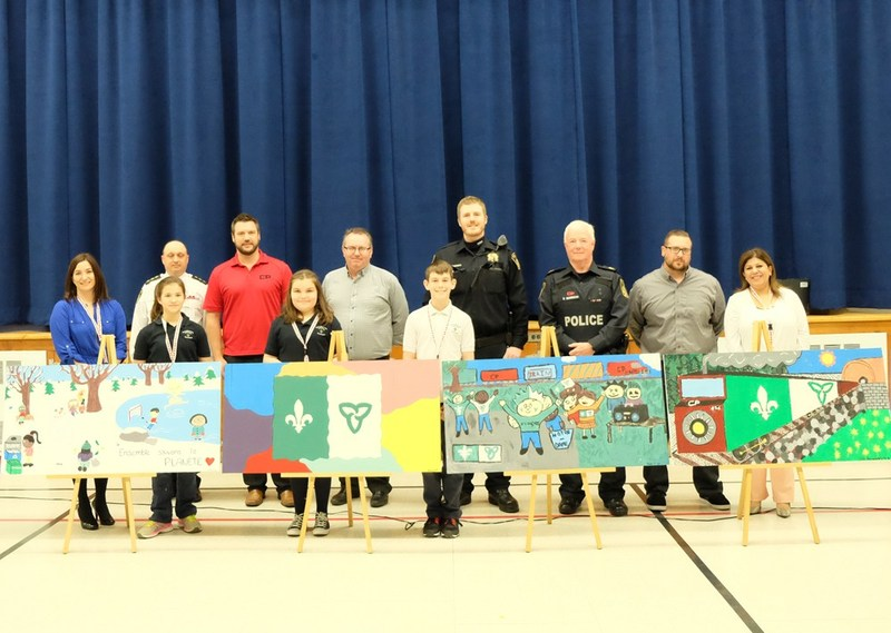 Canadian Pacific Police Service (CPPS) and students from Notre Dame Elementary School today unveiled student artwork that highlights the importance of safety as part of Rail Safety Week. (CNW Group/Canadian Pacific)