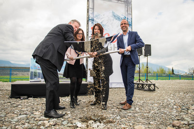 Minister Rich Coleman, Mayor Sharon Gaetz Amy Michtich (Chief Supply Chain Officer Molson Coors Canada) and Frederic Landtmeters (President and CEO Molson Coors Canada) officially break ground on the new Molson Coors brewery in Chilliwack. (CNW Group/Molson Coors Canada)