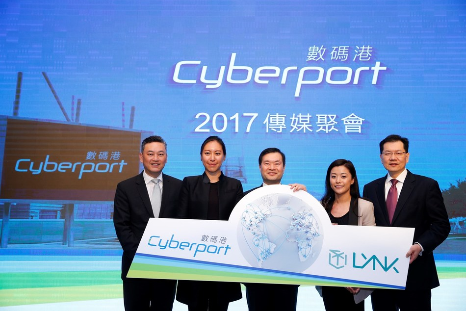 Cyberport start-up Lynk is glad to receive the fund from Cyberport Macro Fund to pursue their ambition. (From left to right) Herman Lam, Chief Executive Officer of Cyberport; Jennifer Li, Co-founder and Director of Compliance of Lynk; Dr Lee George Lam, Chairman of Cyberport; Peggy Choi, Founder and CEO of Lynk; Marvin Lai, Chief Investment Officer of Cyberport (PRNewsfoto/Cyberport)