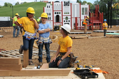 Kids from across Canada join contractor and host Michael Lagimodiere in building the nation's biggest park in Giver 150, premiering Wednesday, April 26 at 6 pm on TVOKids. (CNW Group/TVO)