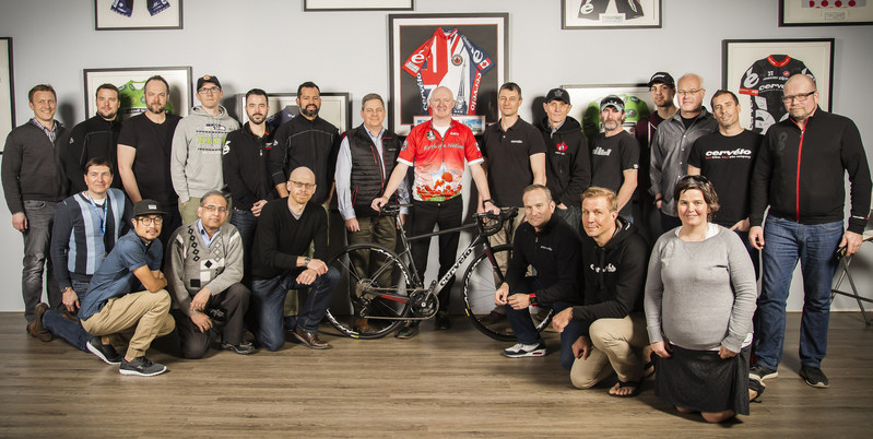 Members of the Cervélo team announced the partnership with Wounded Warriors Canada Executive Director, Scott Maxwell. (CNW Group/Wounded Warriors Canada)