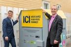 Le maire de Terrebonne, M. Stéphane Berthe (à gauche) et le directeur général de Certex M. Stéphane Guérard (à droite) posent devant l'une des seize nouvelles cloches municipales installées à Terrebonne. (Groupe CNW/VILLE DE TERREBONNE)