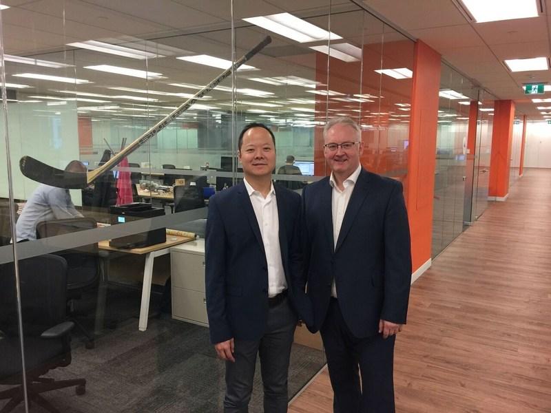 Raymond Luk, CEO, Hockeystick; and Steve Bailey, Director of Operations, Lazaridis Institute (CNW Group/The Lazaridis Institute)