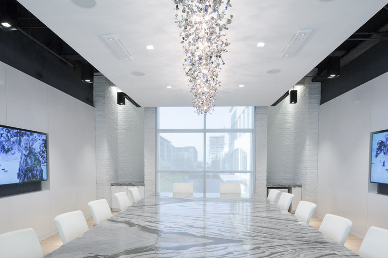 A Toyota Connected conference room offers a more ornate setting. (Photographer/Michelle Litvin) (Architect/Perkins+Will)