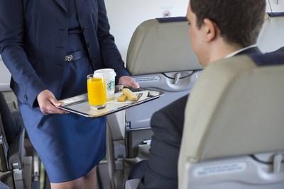 Porter Airlines sert maintenant à ses passagers les biscuits sablés de Walkers (Groupe CNW/Porter Airlines Inc.)