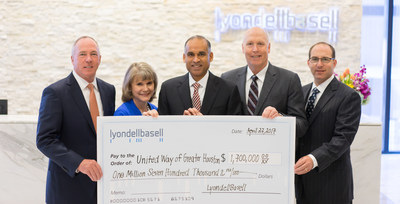 Bob Patel presents United Way of Greater Houston with LyondellBasell's 2016 campaign donation of $1.7 million. (L-R: United Way of Greater Houston Community Campaign 2016 Chairman, John Gremp; United Way of Greater Houston President and CEO, Anna M. Babin; LyondellBasell CEO Bob Patel; LyondellBasell EVP of Global Manufacturing, Projects, Refining and Technology and United Way of Greater Houston Board Member Dan Coombs; and LyondellBasell EVP and Chief Legal Officer Jeff Kaplan)